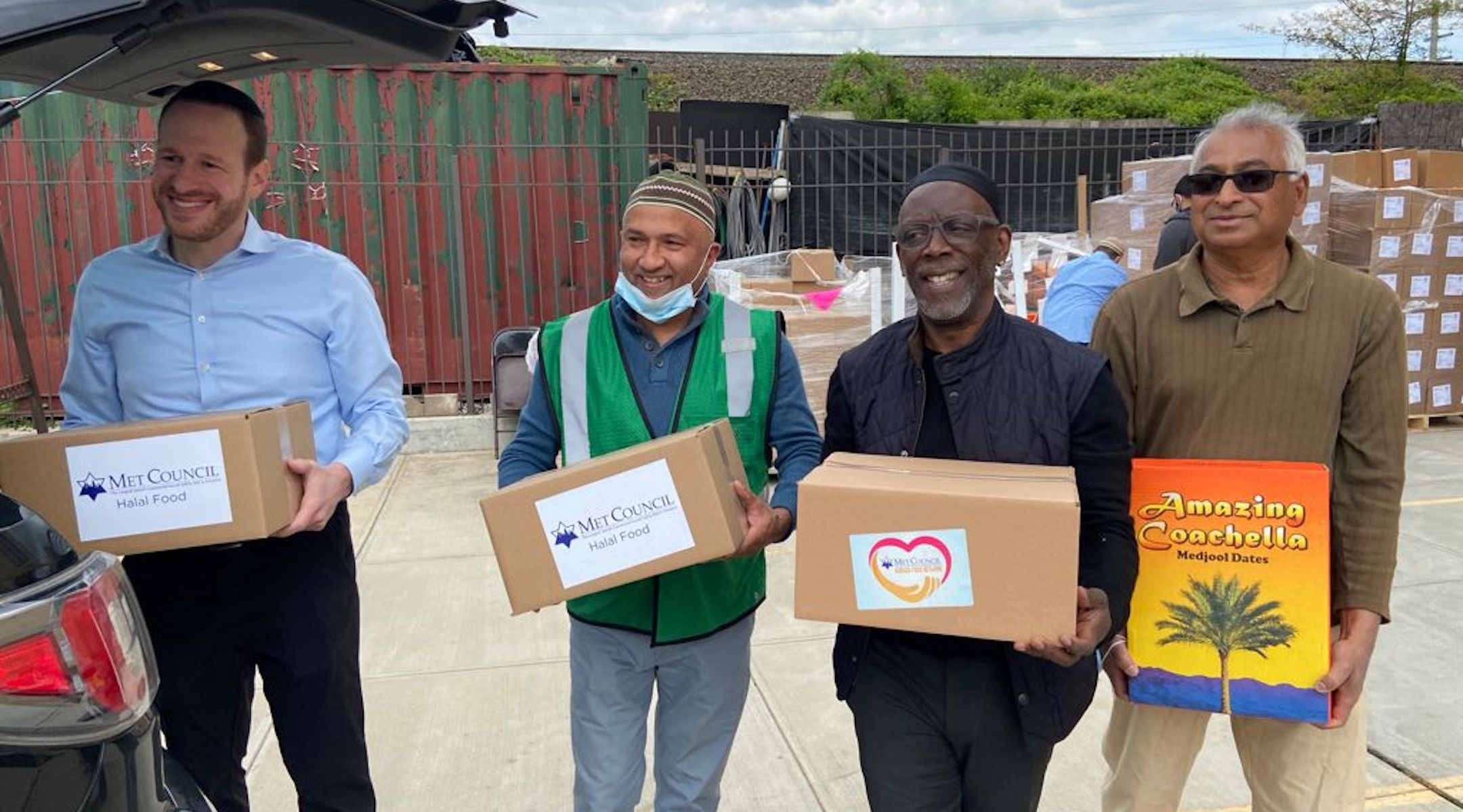 Jewish nonprofit distributes 1,500 boxes of halal food for Ramadan, including pricey dates