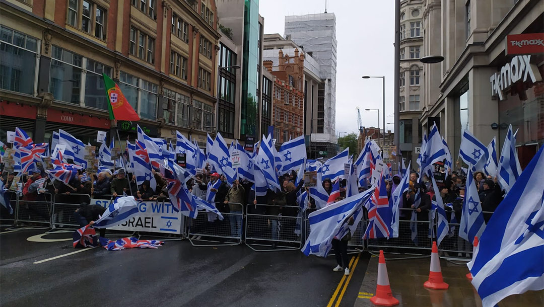 Supporters of Israel demonstrate in London om May 23, 2021. (Courtesy of the Israeli Embassy in the United Kingdom)