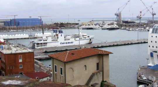 A ship docks at the port of Livorno, Italy on april 14, 2008. (Wikimedia Commons)