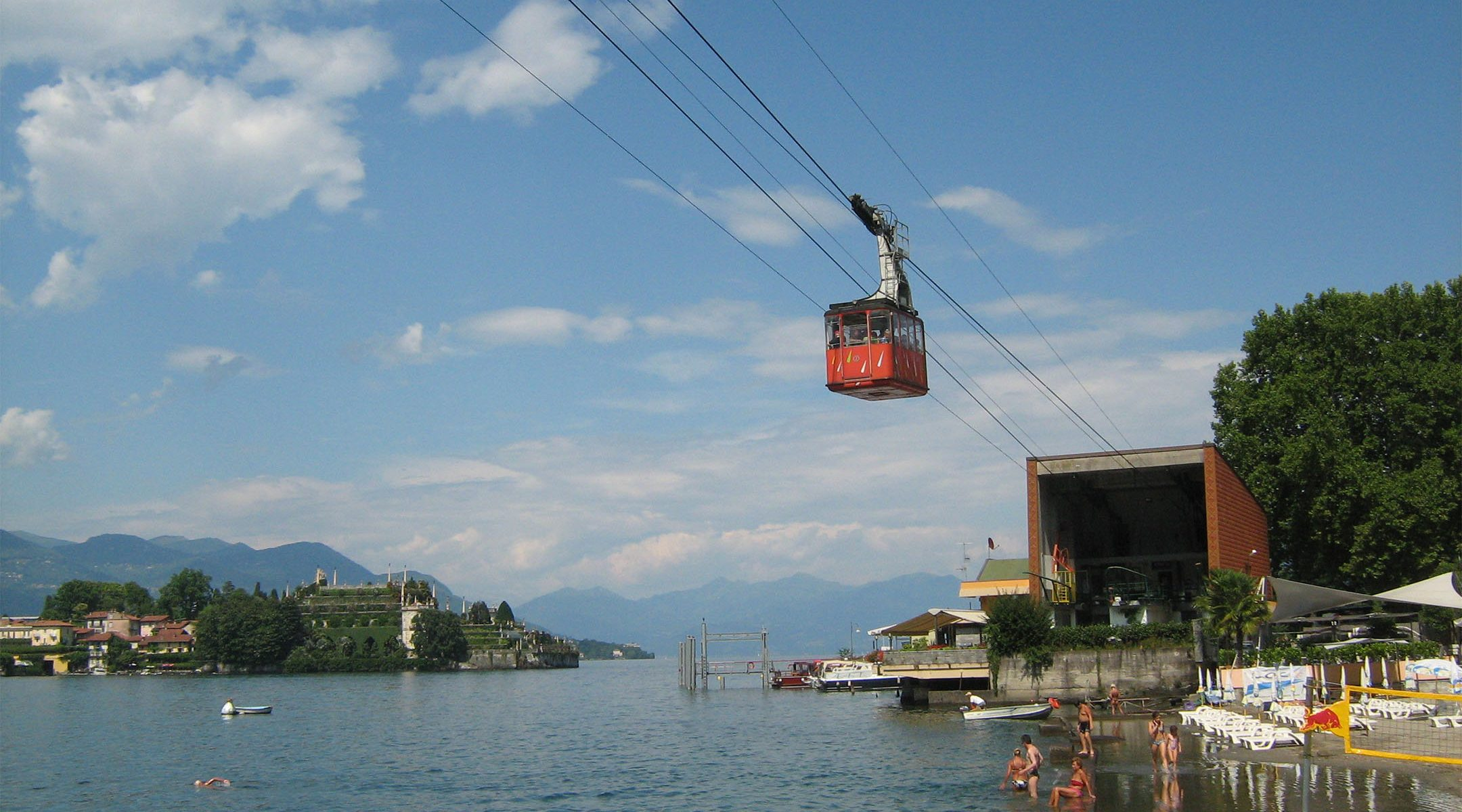 Passengers traveling on the Stresa-Mottarone cable car in July 2009. (Wikimedia Commons)