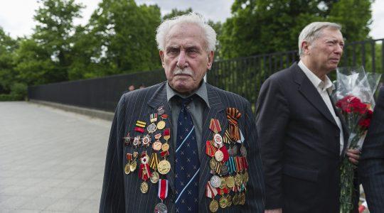 David Dushman at a memorial service in Berlin in 2015. (Markus Heine/NurPhoto/Getty Images)