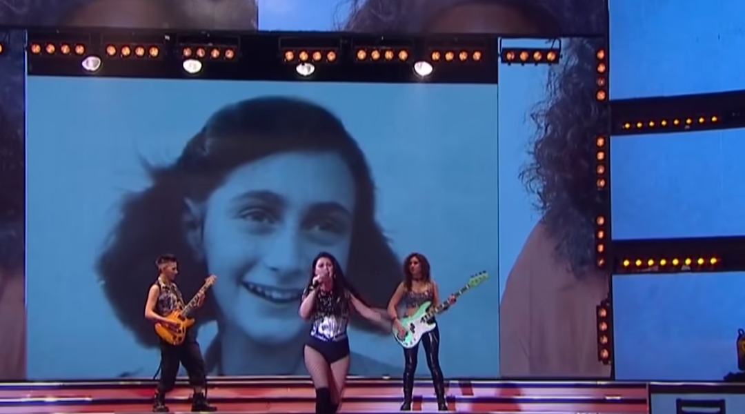 """The face of Anne Frank projected in an episode of """"Showmatch"""" in Argentina"""