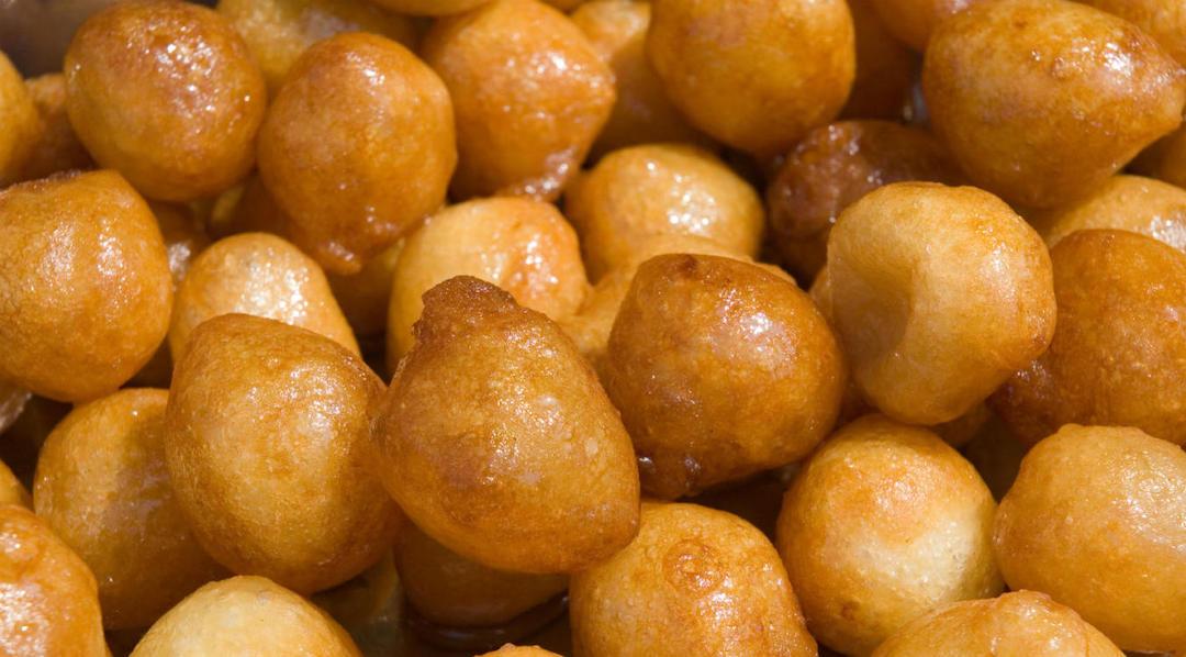 Taygalach (Ashkenazi Soaked Dough Balls)