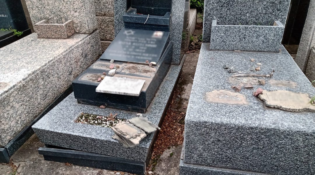 Thieves caught trying to take over 200 Jewish headstones at Argentine Jewish cemetery