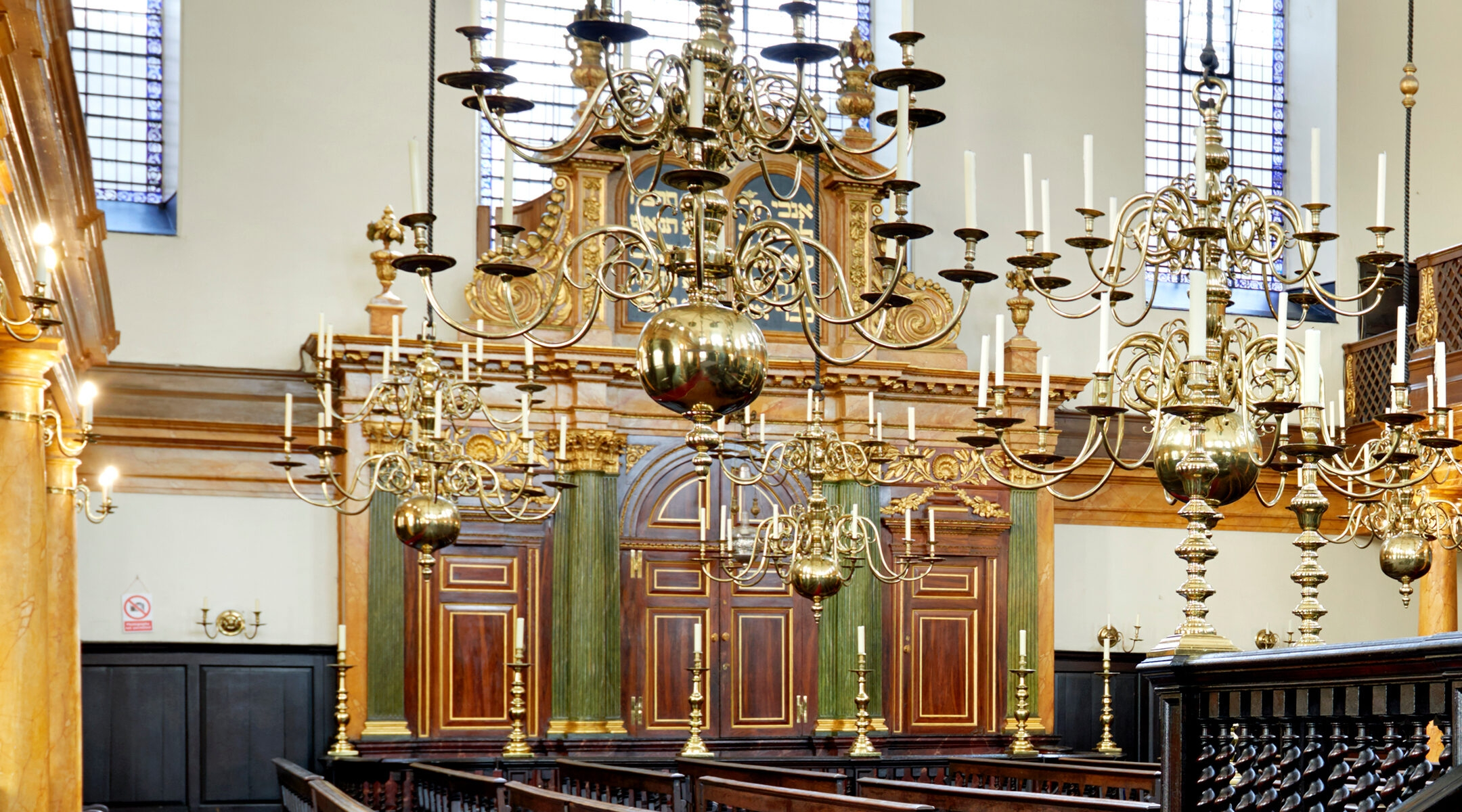A chandelier at Bevis Marks synagogue in London, UK. (Peter Dazeley/Getty Images)